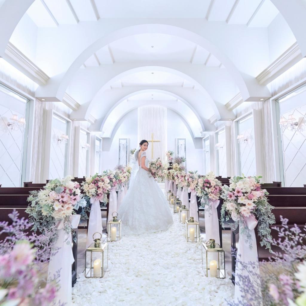 純白チャペル感動挙式&プリンセス階段体験×ドレス特典