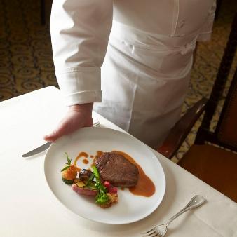 【伝統に裏付けられた美食体験】豪華コース試食付上質ホテル体験